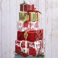 Confezione regalo natalizia con carta fantasia Vivi Gade e decorazioni
