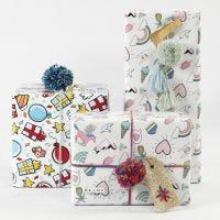 Confezione regalo con carta da pacchi, filo e decorazioni