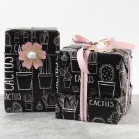Confezione regalo decorata con fiore in cartoncino