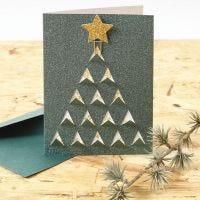 Biglietto di Natale con grafica natalizia ritagliata sul fronte