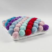 Federa per cuscini realizzata con pom-poms