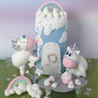 Un unicorno e un castello in Silk Clay