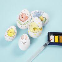 Uova di Pasqua con fantasia acquarellata