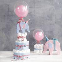 Torta di pannolini a strati con elefanti e palloncini