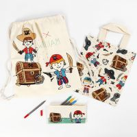 Portamatite, shopping bag e borsa a cordoncino con fantasia pirata decorati con pennarelli per stoffa
