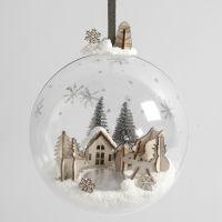 Mondo in miniatura di Foam Clay e figure di legno in sfera natalizia