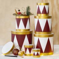 Scatole dipinte come tamburi con vernice acrilica
