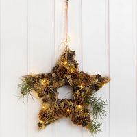 Stella metallica per decorazione da porta impreziosita da pigne, frange, ecc.