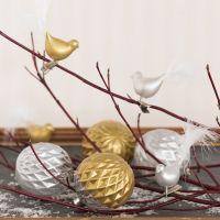 Palline di vetro e uccellini di vetro decorati con pittura per vetro e ceramica e piume