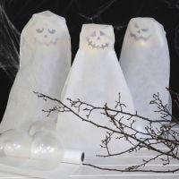 Fantasmi formati da palloncini con lucine LED a batteria