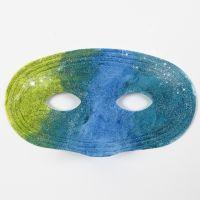 Dipingere su maschere di plastica