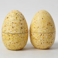 Uovo a due pezzi decorato con Terrazzo Flakes e vernice