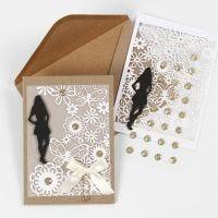 Partecipazione per la Cresima con Silhouette in cartoncino, carta con motivo a pizzo e carta pergamena