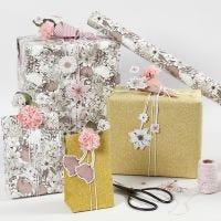 Confezione regalo floreale con fiori in cartoncino fustellati e fiori in carta velina