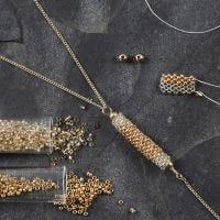 Tubo realizzato con perle rocaille per il pendente di una collana