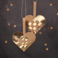 Cestini a cuore natalizi intrecciati con carta finta pelle naturale e dorata