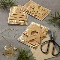 Biglietti natalizi impreziositi con decorazioni pendenti in carta finta pelle