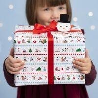 Confezioni regalo natalizie con fantasie del paese delle meraviglie invernali ed etichetta pop-up pupazzo di neve