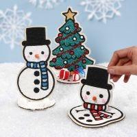 Pupazzi di neve decorativi in legno e albero di Natale riempito con Foam Clay