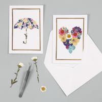Biglietti d'auguri con motivi di fiori secchi e una cornice in pellicola decorativa