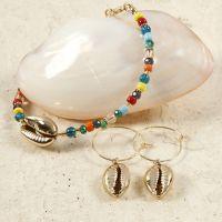 Braccialetto di perline e orecchini con conchiglie d'oro