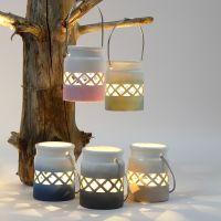 Lanterne decorate con sfumature di colore