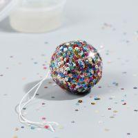Una mini palla da discoteca con Sticky Base