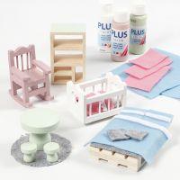 Mobili per casa delle bambole decorati con feltro e vernice