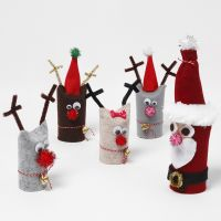 Babbo Natale e renne da tubi di cartone riciclato