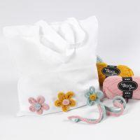 Shopping Bag decorata con fiori di tubolare lavorati a maglia