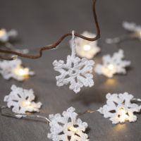 Fiocchi di neve all'uncinetto con filo di cotone