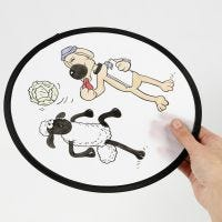 A Shaun the Sheep Frisbee decorato con pennarelli tessili