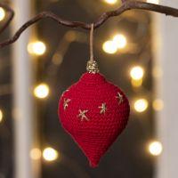 Decoro pendente natalizio a goccia lavorato all'uncinetto con filo di cotone