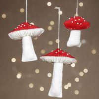 Funghi in feltro decorati con perle rocaille