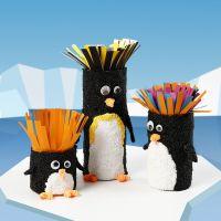 Tubi di cartone decorati come pinguini