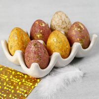 Eggs decorated with watercolours and deco foil