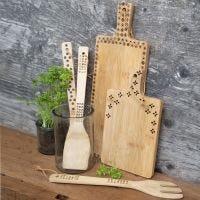 Utensili da cucina in bambù decorati con pirografo