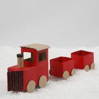 Un trenino di Natale fatto di cartoni di latte/succo e cartone riciclato