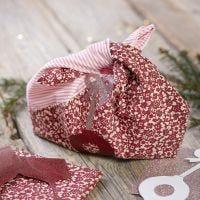 Una borsa in tessuto riciclato con disegni