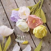 Un tulipano di carta crespa