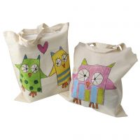 Deliziose borse della spesa decorate con bastoncini coloranti pastello