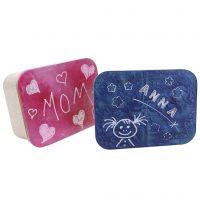Una scatola con coperchio personalizzato